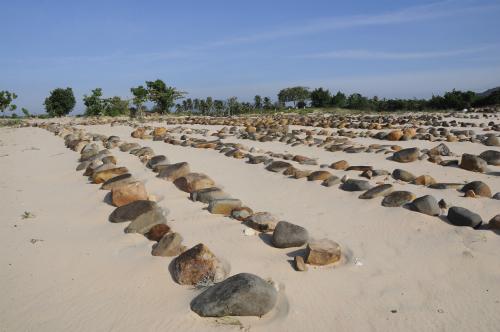 DSC0543 JPG 5167 1413881791 Những ngôi mộ đá của người dân tộc Chăm