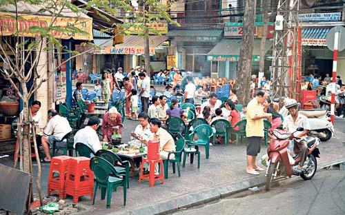 1 4000 1413969679 Cà phê Sài Gòn mê hoặc nhà báo Anh