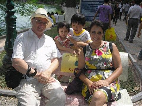 Khách Tây bị ép trả tiền triệu chuộc máy ảnh tại Việt Nam