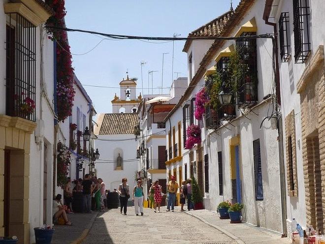 patios de cordoba 102 1415172580 660x0 Rực rỡ lễ hội hoa bên hiên nhà ở Tây Ban Nha