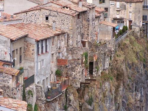 Castellfollit de la Roca ngoi lang dep hon tranh o xu bo tot