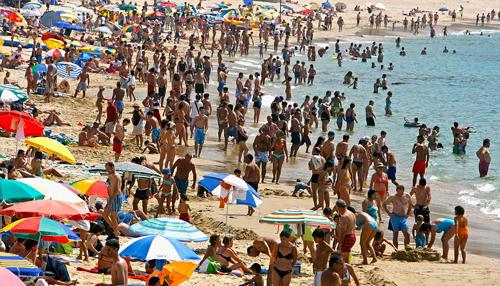 Người dân các nước châu Á ít dùng hết phép để đi nghỉ, trong khi người châu Âu luôn sử dụng chúng một cách triệt để. Ảnh: CNN.