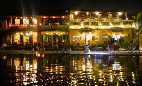 Hội An với khu phố cổ sầm uất từ lâu đã trở thành một trong những biểu tượng du lịch của Việt Nam. Ảnh: Cao Anh Tuấn.