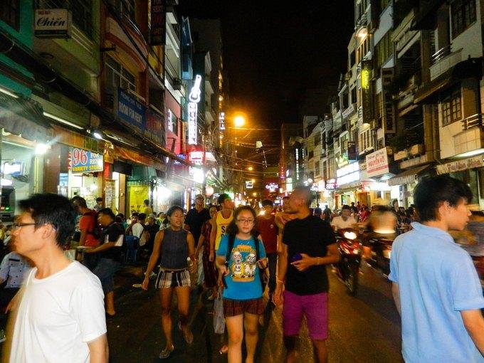 Đêm Sài Gòn qua những con phố