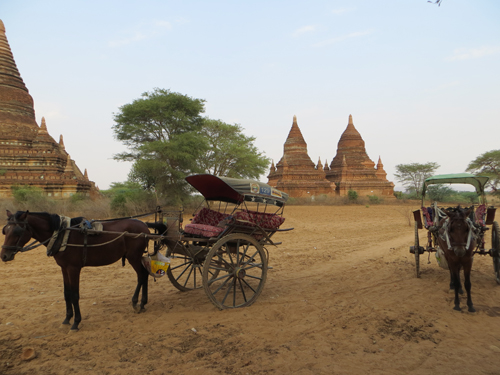 Mot chiec xe ngua o Bagan cho 4602 2928 1416193456 Khám phá những thiên đường mua sắm cuối năm tại Châu Á