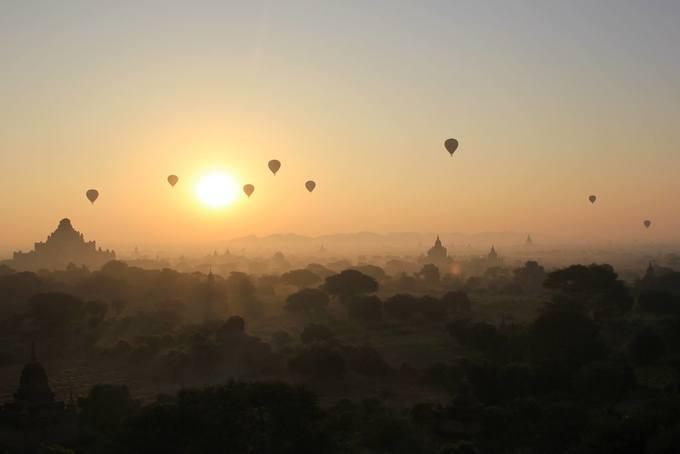 Vẻ đẹp Bagan trong ánh bình minh