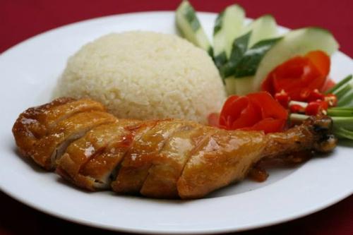 Cơm gà Thượng Hải phục vụ nhiều món ăn Trung Hoa hấp dẫn. Ảnh: comgathuonghai