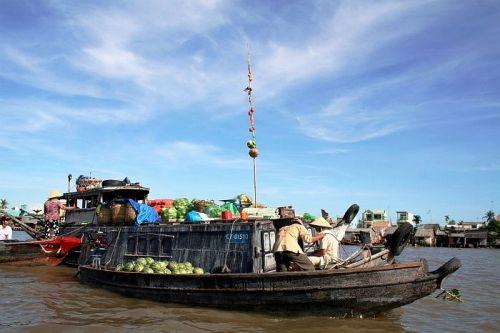 Chợ nổi Trà Ôn, ngôi chợ lâu đời và đậm nét văn hóa vùng sông nước. Ảnh: Blogspot.