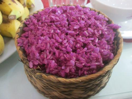 Món xôi ăn nóng, rất chắc bụng, được người dân Lạng Sơn rất ưa chuộng, đặc biệt trong những ngày đông tháng giá. Ảnh: Lê Thương.
