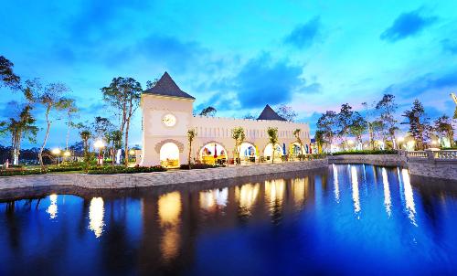 Hay nghỉ chân và thưởng thức ẩm thực Á - Âu bên khung cảnh tuyệt đẹp của nhà hàng Deli Land.