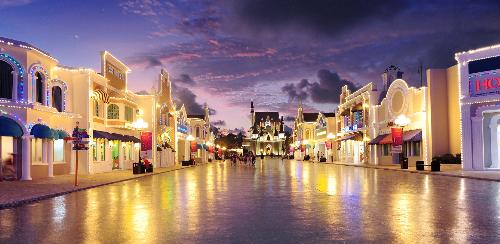 Sau khi thỏa sức vui chơi, khách hàng có thể shopping tại phố mua sắm