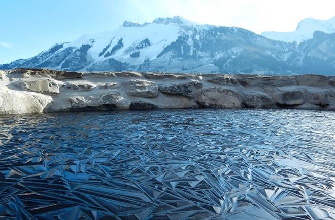 frozen lake pond ice 6 880 1420442302 660x0 Khám phá những thiên đường mua sắm cuối năm tại Châu Á