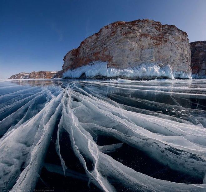 frozen lake pond ice 8 880 1420442303 660x0 Khám phá những thiên đường mua sắm cuối năm tại Châu Á