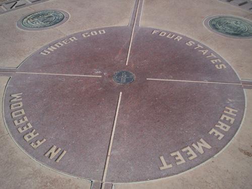 Du lịch Mỹ đến ngã tư Four Corners, nơi giao nhau của 4 bang