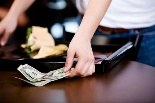 Tip sau khi dùng bữa rất phổ biến ở Mỹ và các nước châu Âu. Ảnh: Brokeassstuart