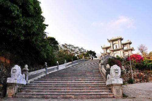 Chua-Linh-Ung-Son-Tra-2.jpg