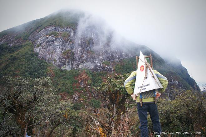 Hành trình cắm chóp đánh dấu đỉnh Bạch Mộc