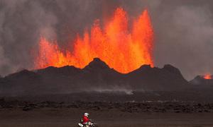 Cận cảnh vẻ đẹp chết chóc của núi lửa thức giấc ở Iceland