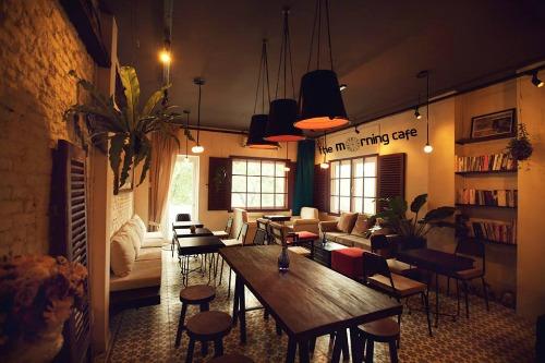 2 the morning cafe 2096 1426210402 Khám phá những thiên đường mua sắm cuối năm tại Châu Á