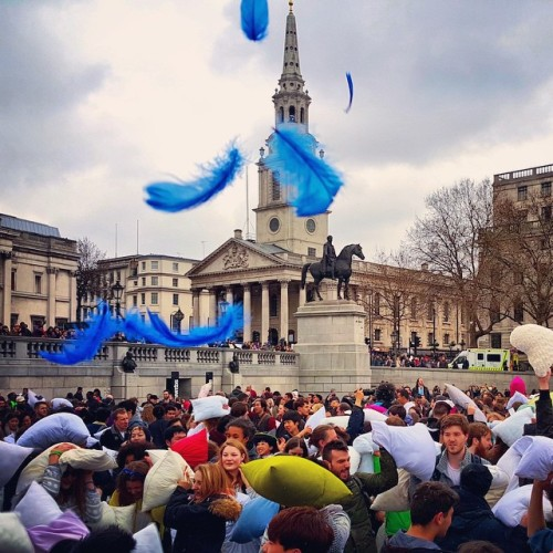 Lễ hội cũng diễn ra tưng bừng vào 15h ngày 4/4 tại quảng trường Trafalgar, thủ đô London, Anh. Ảnh: Instagram.