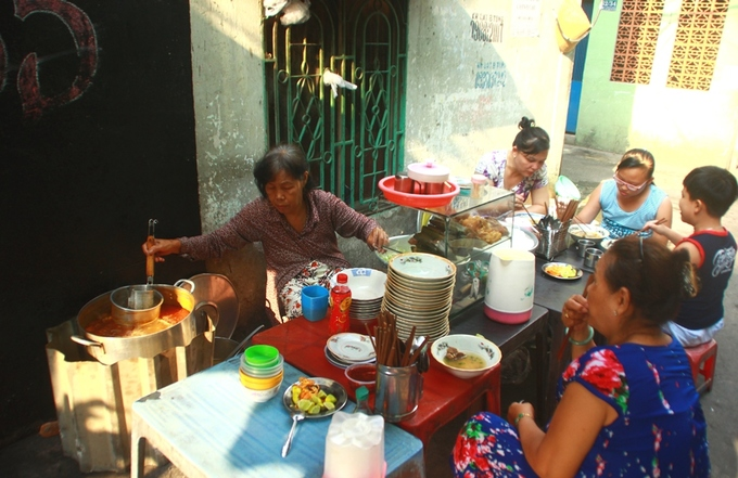 Bữa sáng trong hẻm đậm chất Sài Gòn