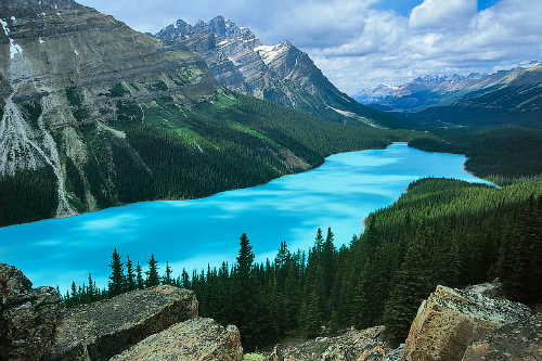 Peyto-Lake-in-Canada-Idyllic-s-5647-8241