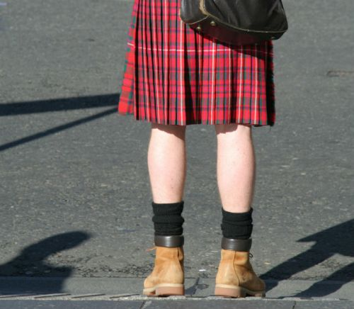 Italy-man-in-skirt-700.jpg