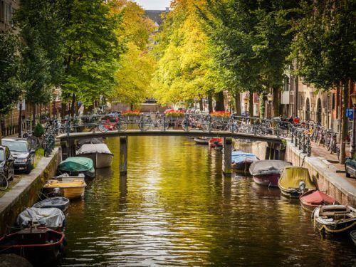 Netherlands-Canal-700.jpg