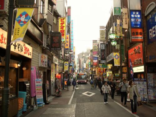 Tren-duong-pho-Tokyo-8664-1430891937.jpg