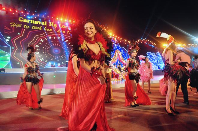Sắc màu rực rỡ trong lễ hội Carnaval Hạ Long 2015