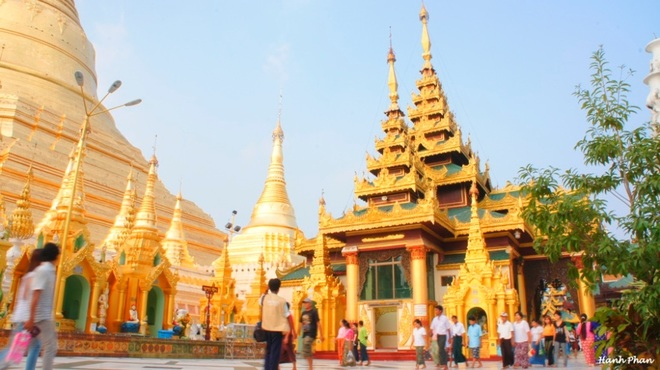 Ngôi chùa dát 90 tấn vàng và hàng nghìn viên kim cương ở Myanmar