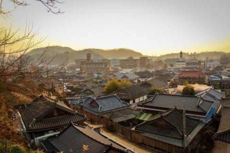 jeonju-hanok-village-flickr_1432785960.j