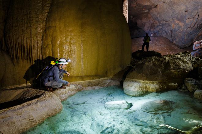 Hang va - nước nứt dưới ống kính nhiếp ảnh gia mỹ