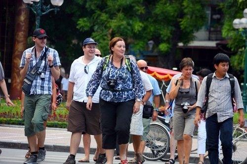 Bên cạnh xây dựng các sản phẩm du lịch hấp dẫn, Hà Nội quyết tâm cải thiện môi trường văn hóa du lịch, bài trừ các tệ nạn ăn xin, chèo kéo, bắt chẹt du khách để mang lại niềm tin cho du khách. Ảnh: tourism