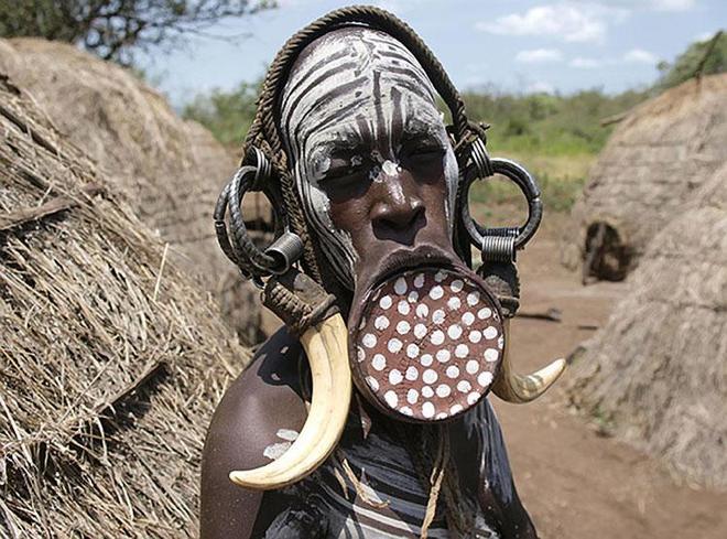 Những bộ tộc mình trần đóng khố trên thế giới