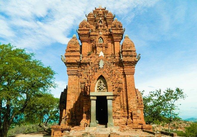 cổng vào Tháp Po Klong Garai