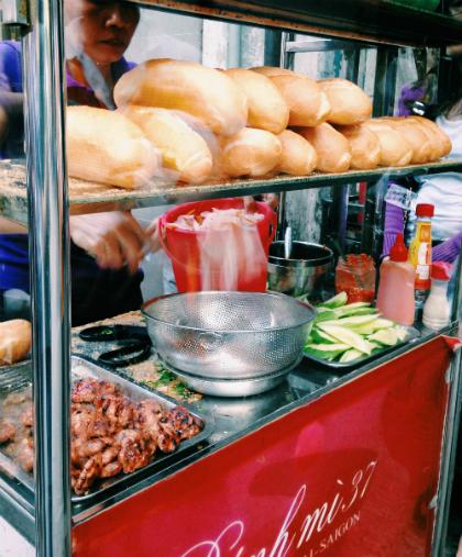 """""""Bánh mì 37"""" không rầm rộ hoành tráng nhưng được cả khách Việt và khách Tây ưa chuộng."""