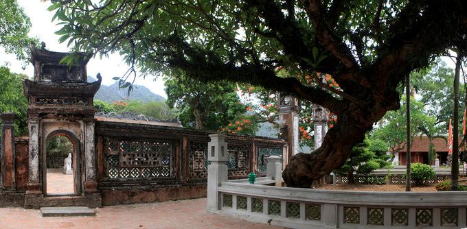 Vẻ đẹp cổ kính của ngôi đền ở Hoa Lư