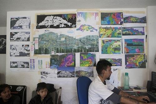 Có lẽ những nghệ sĩ này đã lấy cảm hứng cho bức tranh cầu vồng xoáy từ biệt danh của thành phố của quận Pachuca là La Bella Airosa trong tiếng Tây Ban Nha, mang ý nghĩa nhắc tới một thành phố xinh đẹp lộng gió. Văn phòng làm việc của những nghệ si đường phố. (Ảnh: AP)