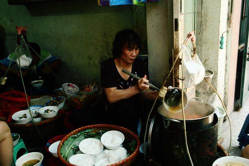 Bún ốc Hàng Chai món ăn truyền thống