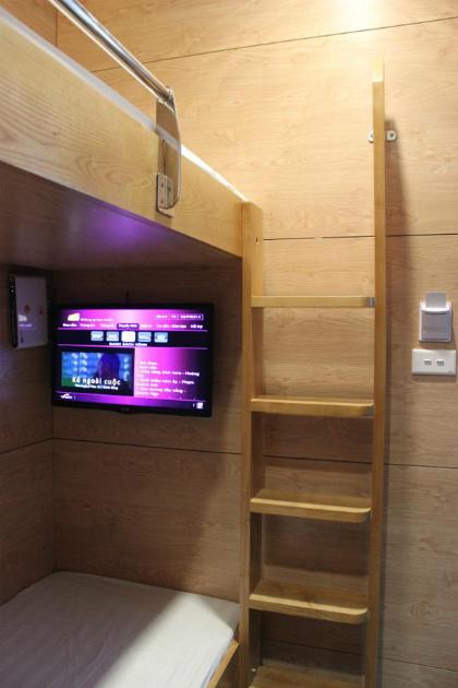 Tivi, wifi được trang bị trong SleepPod , cầu thang lên tầng 2