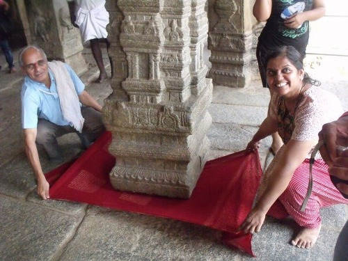 lepakshi-temple-hanging-pillar-8850-3946