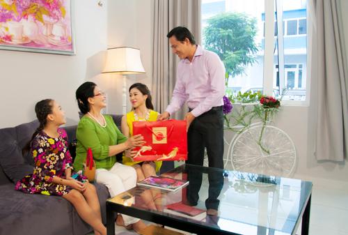 Với người Việt, Trung thu là dịp Tết thứ hai trong năm. Đây là dịp quý giá để mỗi người chúng ta về với gia đình, cùng chia sẻ những giây phút thân tình ấm áp. Trông trăng phá cỗ, người thân bày tỏ tình cảm với nhau, doanh nghiệp tri ân đối tác, CBCNV...  Với thông điệp Tết Trung Thui, Tết của Tình thân Kinh Đô hân hạnh được là sứ giả gắn kết tình thân, ghi dấu khoảnh khắc sum vầy ấm áp của gia đình, bạn bè, đồng nghiệp, đối tác trong mùa trăng tháng tám trên khắp mọi miền.