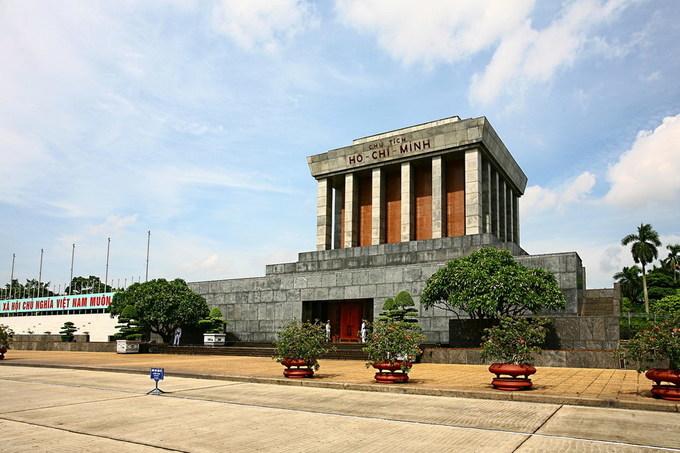 Những công trình kiến trúc bên quảng trường Ba Đình
