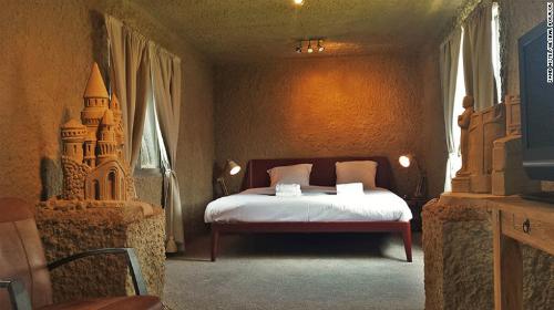 Zand Hotel lên kế hoạch mở lại khách sạn cát vào lễ hội năm 2016. Ảnh: CNN