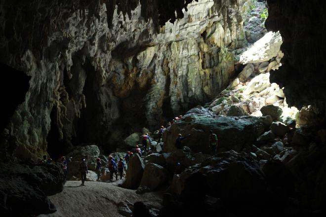 Chuyến khám phá hệ thống hang Tú Làn