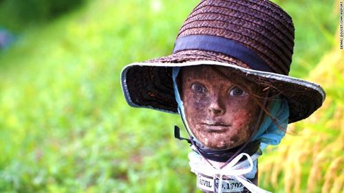 150918121245-japan-scarecrow-5-exlarge-1