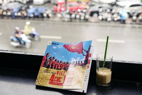 Cuốn sách mới tái bản thiết kế như dạng photobook, cung cấp thông tin du lịch Việt Nam hữu ích.