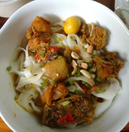 Nguyên liệu chế biến ban đầu là gạo giống bún, miến, phở nhưng mì Quảng đem lại cho thực khách hương vị mới lạ không lẫn vào đâu được. Ảnh: Tuệ Tâm