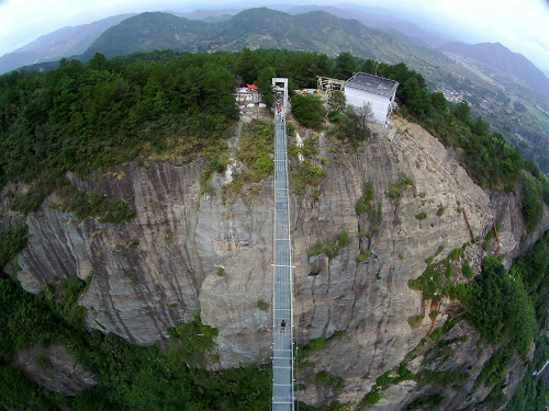 worlds-longest-glass-bridge-sh-2226-9230
